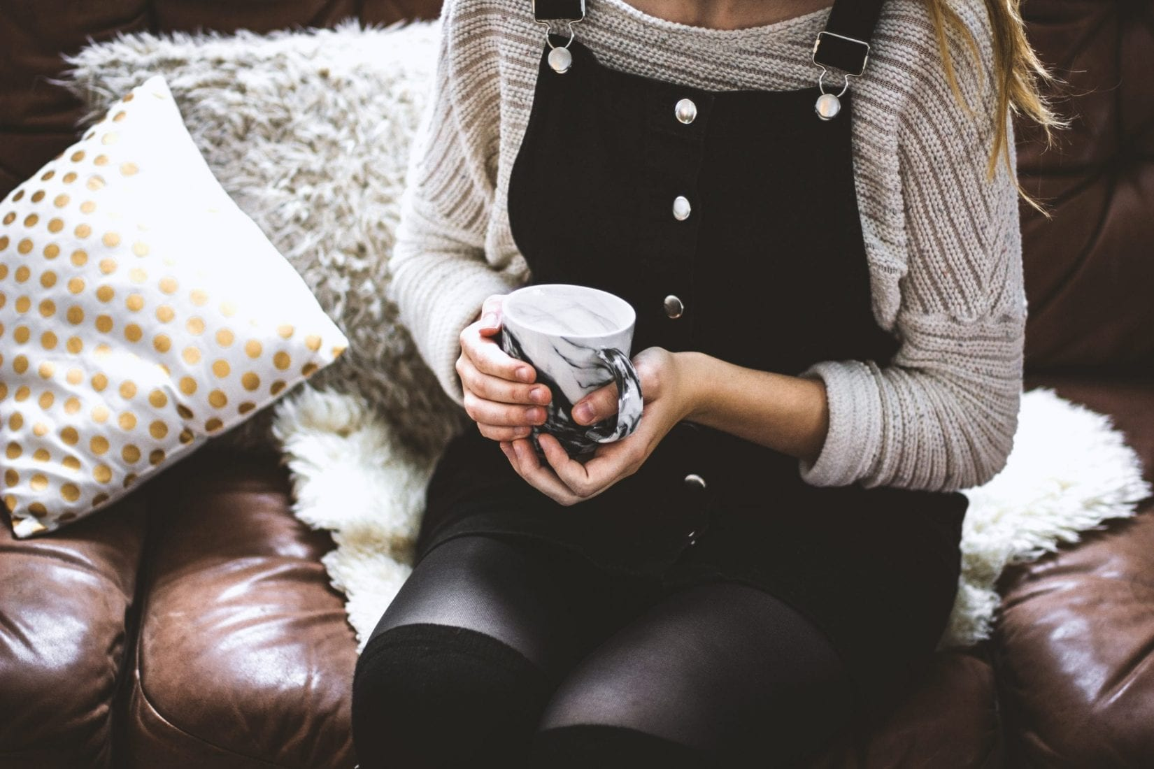 woman-holding-mug-therapy-counselling-counsellor-kelowna-anxiety-stress-depression-student-university-life-guidance-calm-hope-tea-coffee-help-work-relationships-begin