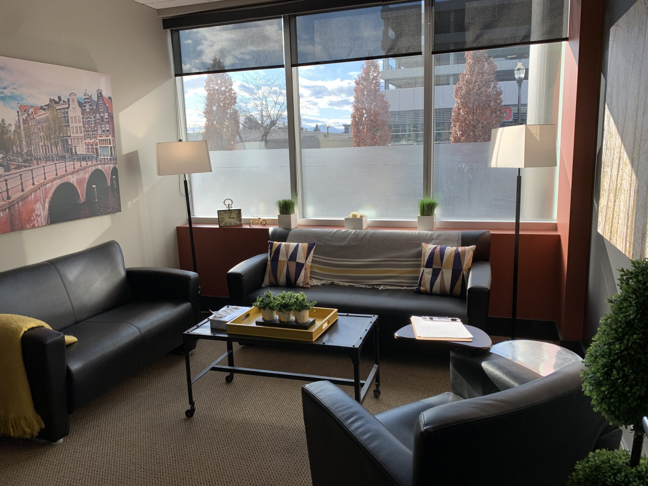 counselling-kelowna-counsellor-therapist-anxiety-healing-calm-counselling-chairs-safe-atmosphere-calm-calming-anxiety-healing-selfcare